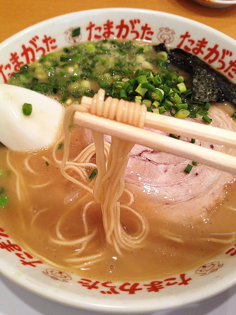 たまがったラーメン-麺